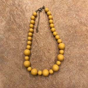 Jewelry - Pale yellow beaded necklace